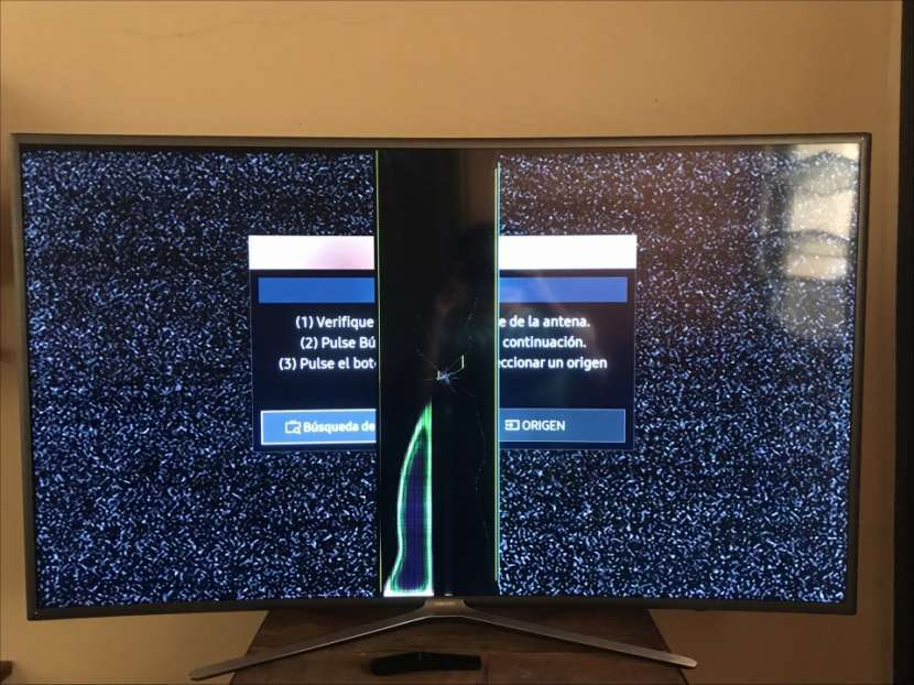 Smart TV Samsung 55 pulgadas Curved FHD con display roto - 2